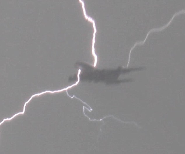 Airbus 380 being hit by lightning and spitting it out taken by man with video cam in Putney on April 23rd this year. Copyright Chris Dawson, Email: cmdawson@gmail.com Tel: 07740630432