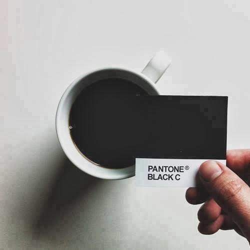 cafe-negro-pantone-humor-diseñadores-graficos